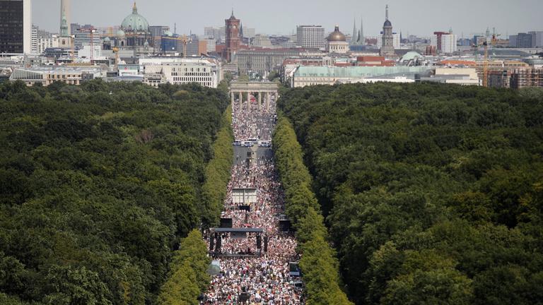 A járványügyi szabályok borítékolható megsértése miatt betiltották a berlini koronavírus-tagadó tüntetést