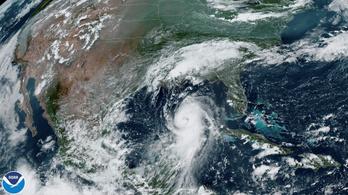 Mindenkit mozgósítottak a Laura hurrikán ellen