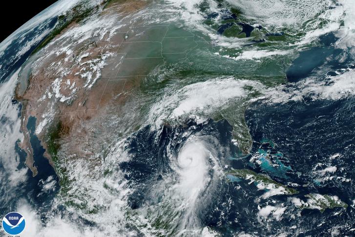 A Laura hurrikán műholdas képen 2020. augusztus 26-án Texas és Louisiana partjaihoz közel.
