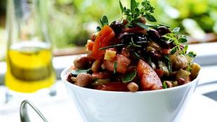 Citromos fehérbab-rukkola saláta aranymazsolával – így tüntesd el a magányos fehérbabkonzervet a spájzból