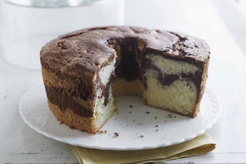 Mennyei, omlós vaníliás, nutellás kevert süti: ilyen egyszerű a márványozás