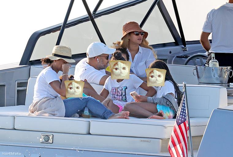 Mindeközben Beyoncé és Jay-Z a gyerekekkel ruccantak ki hajókázni egyet a Hamptons-vidékre.