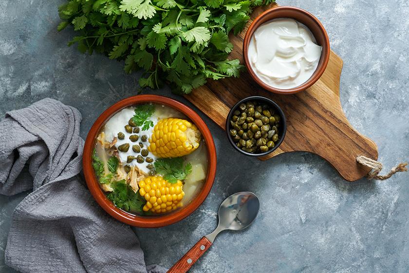 Sűrű, tápláló kolumbiai krumplileves: az ajiaco egytálételként is megállja a helyét