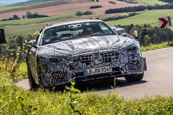 Jövő héten megmutatják az új Mercedes SL-t