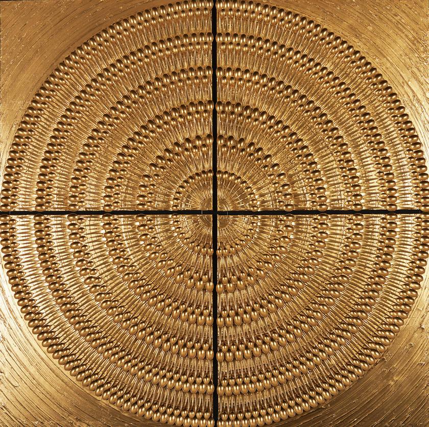 A négy részből álló kép összesen 864 darab kanálból áll, a felületüket pedig arany és réz festékkel fújta be a művész.