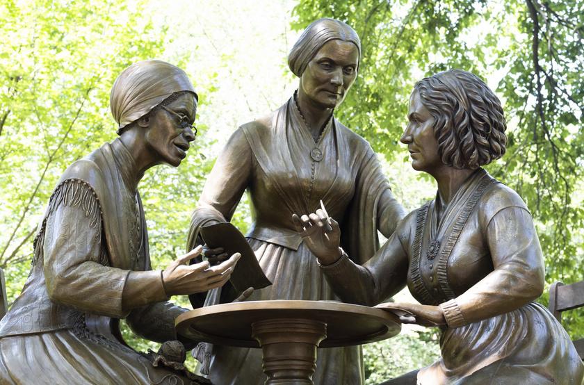 A Nőjogok úttörői című bronz szoborcsoport a Central Park első olyan emlékműve, amely létező nőket ábrázol.