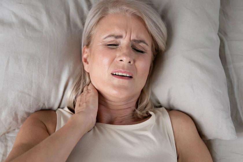A reggeli nyakfájás gyakori okai: nem csak a rossz alvás miatt jelentkezhet