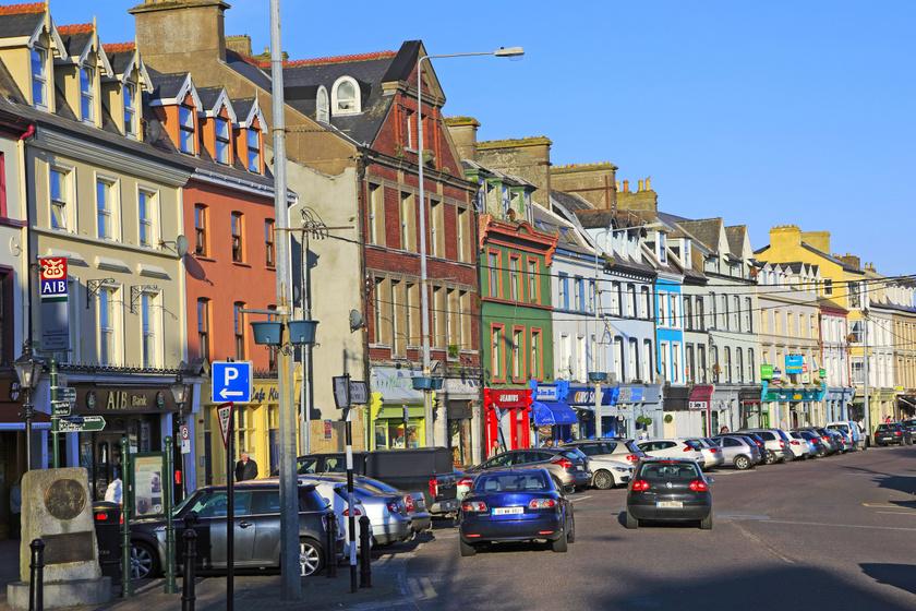 Cobh nagyon fotogén, és ez elsősorban az élénk színűre festett házainak köszönhető, amelyek egyből megragadják az ember szemét.