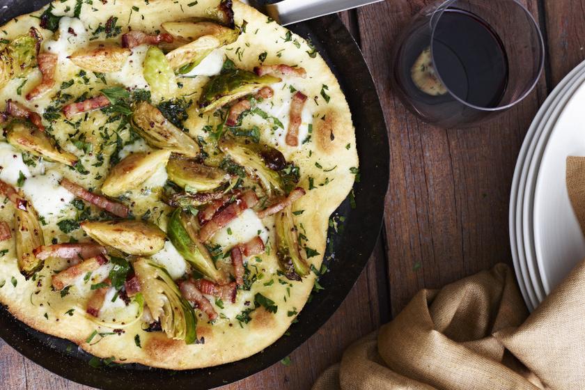 Az isteni baconös-kelbimbós pizza, ha vékony tésztával készül, megközelítőleg 3190 kalóriát tartalmaz, ebből 900 kalória a sajt. Egy szelet belőle közel 400 kcal.