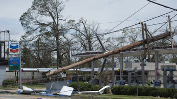 Már négy amerikai áldozata van a Laura hurrikánnak