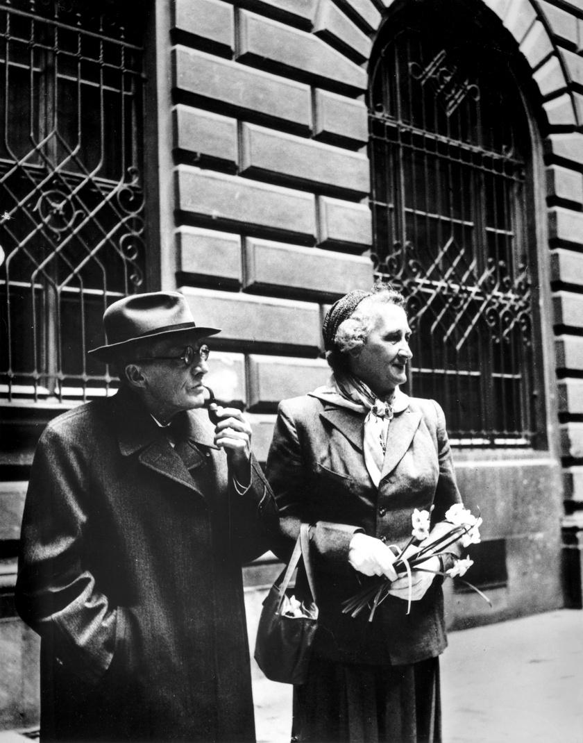 Erwin Schrödinger és Annemarie Bertel 1956-ban Ausztriában.