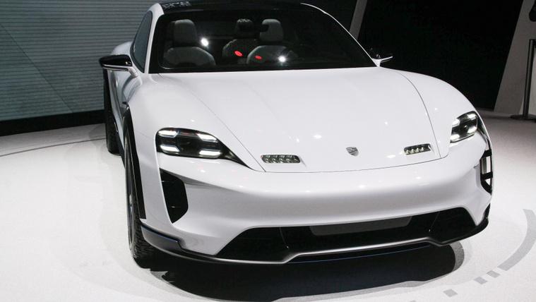 Késik a második elektromos Porsche