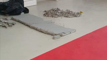 444: Leszakadt egy ember nagyságú kődarab a Puskás Arénáról, a Nemzeti Sportközpontok letagadta
