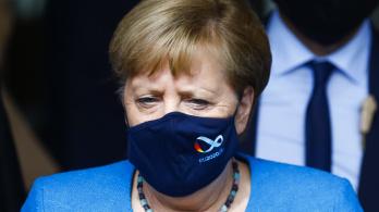 Merkel: A világnak meg kell tanulnia tartósan együtt élni a koronavírussal
