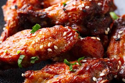 Kétféle szójaszószban sült szaftos csirkeszárny - Gyömbértől lesz pikáns a hús
