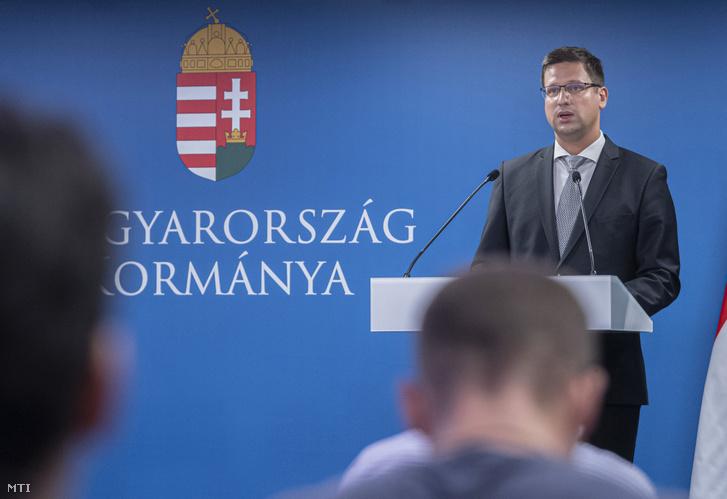 Gulyás Gergely Miniszterelnökséget vezető miniszter a Kormányinfó sajtótájékoztatón a Miniszterelnökségen 2020. augusztus 28-án.
