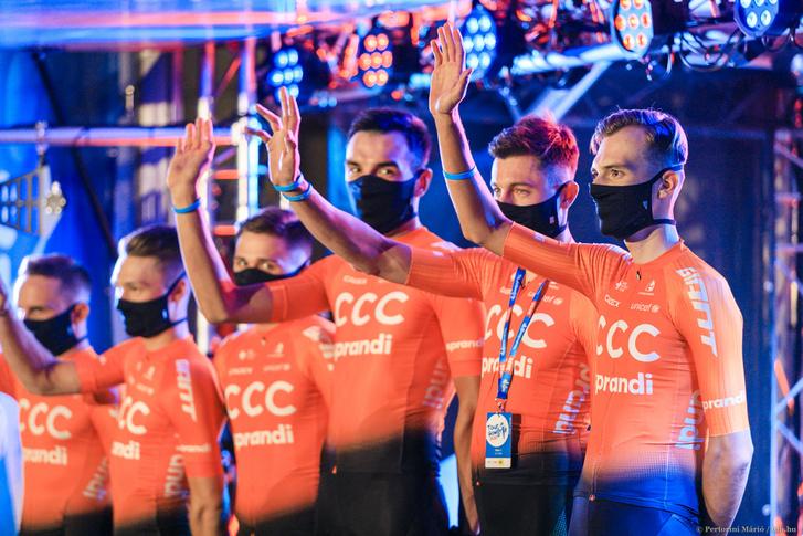 A lengyel CCC csapata, a jobb szélén Valter Attilával