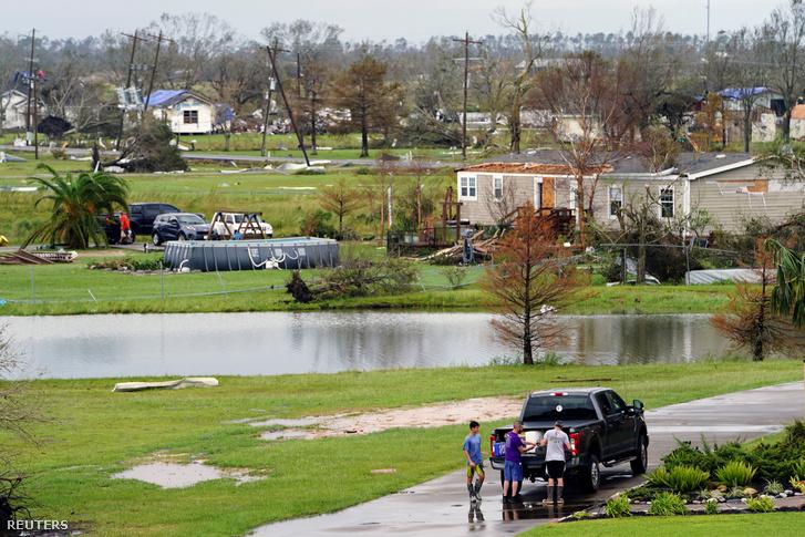 Látkép Cameron Parish-ban, Luisianában miután áthaladt a Laura ciklon 2020. augusztus 28-án