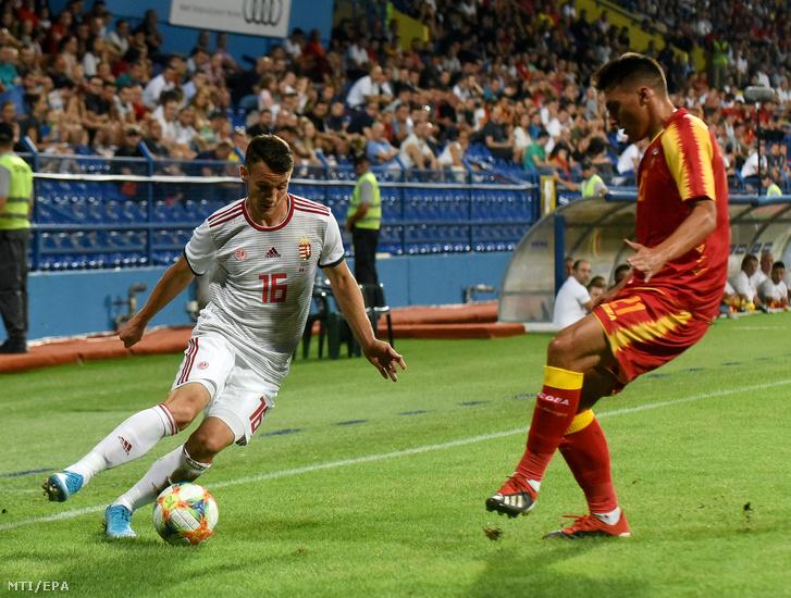 Gazdag Dániel (balra) és a montenegrói Risto Radunovic a Montenegró – Magyarország barátságos labdarúgó-mérkőzésen Podgoricában 2019. szeptember 5-én