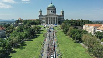 Hajrá döntött a Bazilikánál, az emelkedő nem szedte szét a bringásmezőnyt