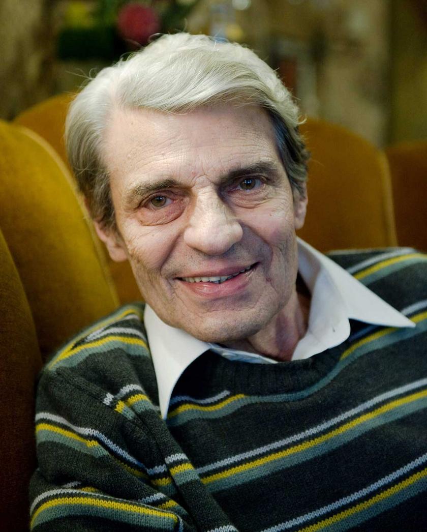 Sztankay István Kossuth-díjas színművészt 2012. január 24-én választották a nemzet színészei közé az elhunyt Garas Dezső helyére.