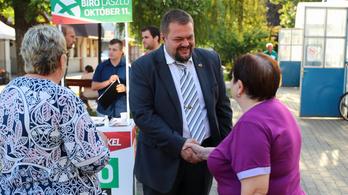 Felvehette az ajánlóíveket, és megkezdhette kampányát az ellenzéki jelölt Tiszaújvárosban