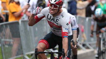 Estek-keltek a sztárok a Tour de France esős nyitószakaszán