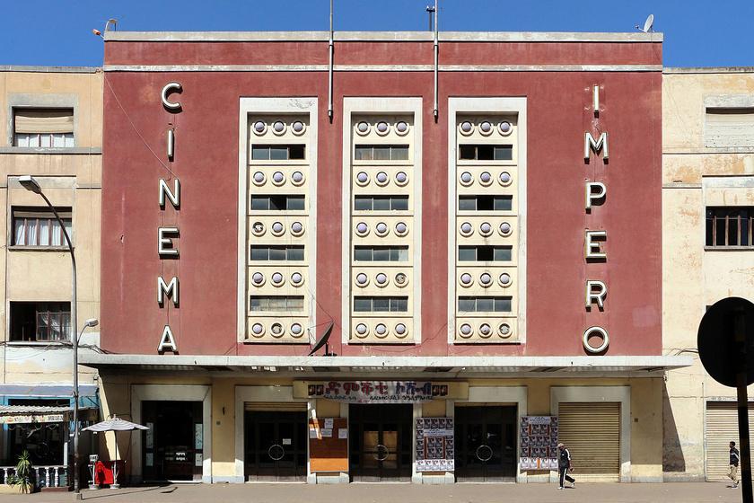 A mai napig működő art-deco stílusú Cinema Impero mozi 1937-ben épült, nevét Benito Mussolini hódításának és az Olasz Eritrea kikiáltásának emlékére kapta.
