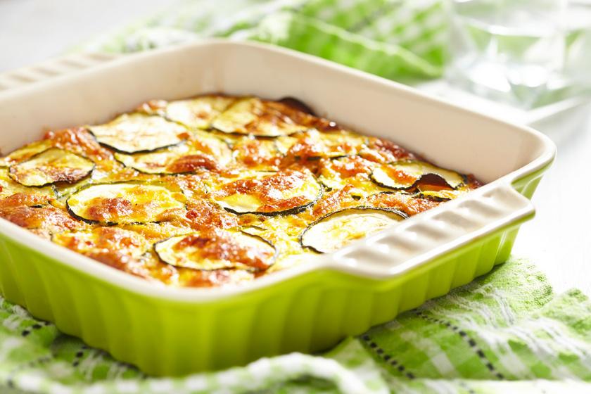 Paradicsomos rakott cukkini sok sajttal: szívesen szedsz belőle még egy adagot