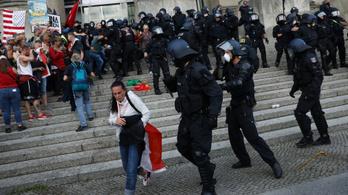 300 embert vettek őrizetbe Berlinben a koronavírus-korlátozások elleni tüntetésen