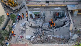 Legalább 17-en meghaltak egy összedőlt kínai étteremben