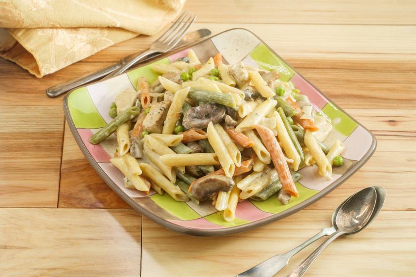 Isteni, egyedényes zöldséges, csirkés tészta: 25 perc, és kész