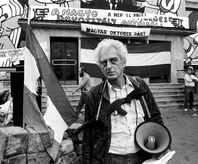 Krassó György a Corvin-közben tartott '56-os megemlékezésen 1989. október 22-én