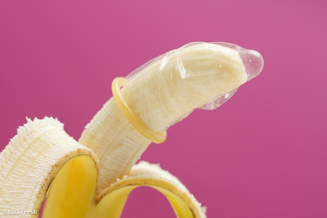 stockfresh 1336010 banana-wearing-condom sizeM