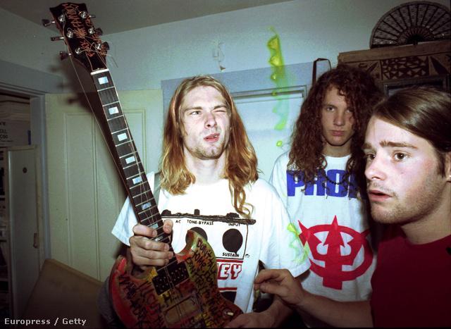 Nirvana backstage 1990-ből, Chad Channing jobb oldalt
