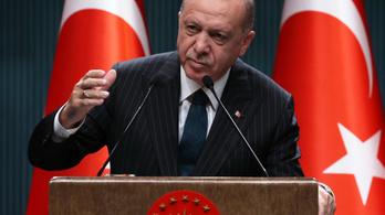 """Háborúval fenyegetett """"kapzsi és inkompetens"""" vezetőket a török elnök"""