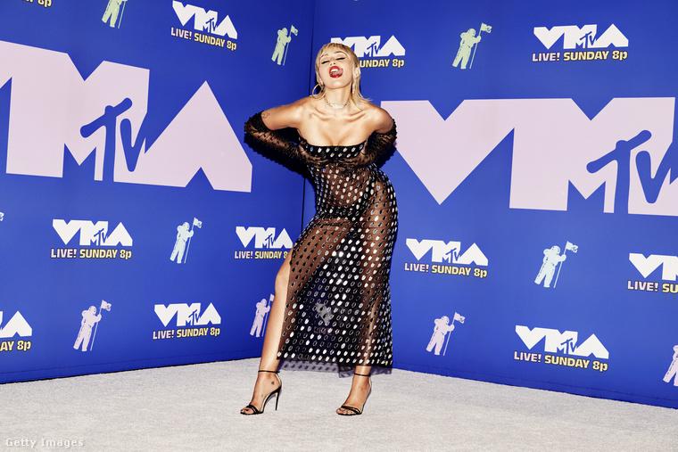 Lássuk tehát Miley Cyrust