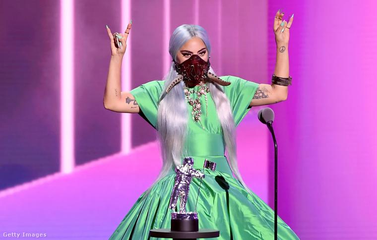 Hogy a villázásnak mi az oka, valószínűleg sosem fog kiderülni, mert hát Lady Gaga és a metál elég távol állnak egymástól (köszönöm, ezt ne küldje el senki)