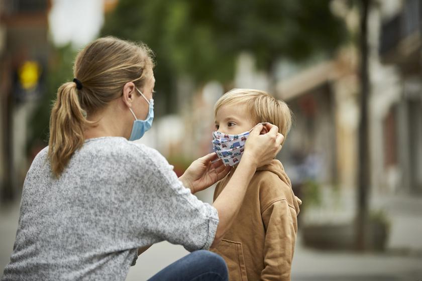 Hogyan érdemes beszélni a gyerekkel a maszkviselésről? Fontos megértetni velük a lényegét