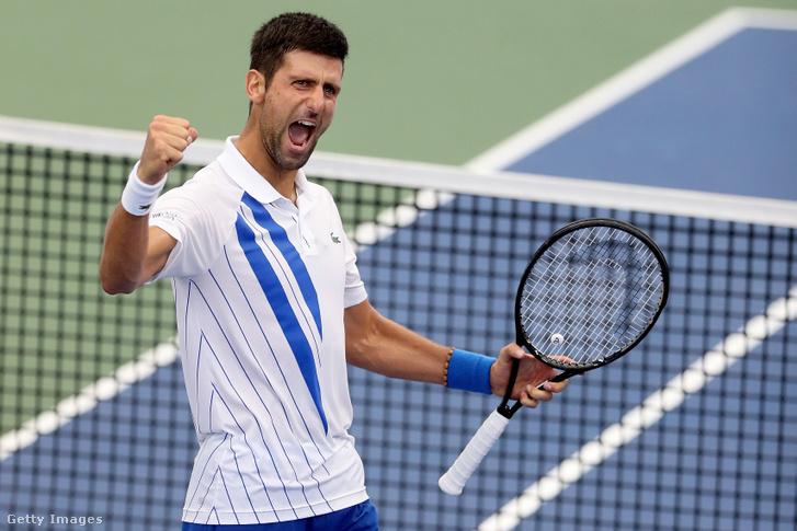 Novak Djokovic ünnepli győzelmét Milos Raonic elleni mérkőzésen 2020. augusztus 29-én