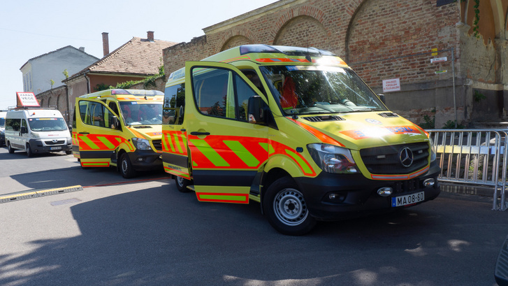 Három mentő kíséri a Tour de Hongrie mezőnyét