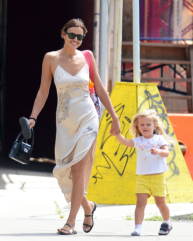 Nemrég kvázi biztossá vált, hogy Bradley Cooper összejött Jennifer Garnerrel, és már a kislányát is bemutatta neki