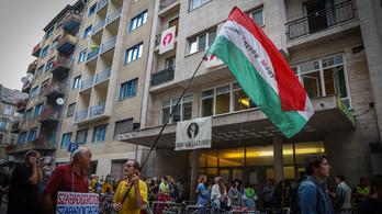 Fizetésemelést ajánl az SZFE oktatóinak az új kancellár, ha azonnal befejezik a sztrájkot