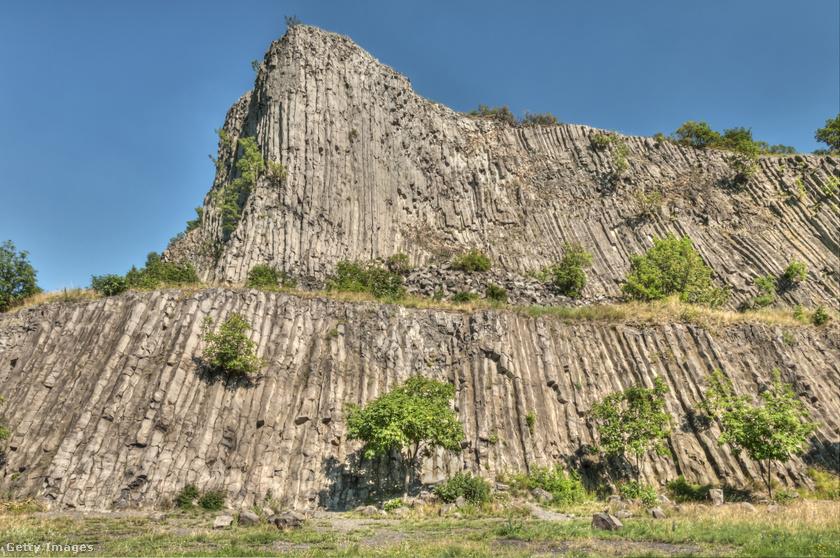A Balaton-felvidéken található Hegyestű Zánka közelében keletkezett gyönyörű bazaltoszlopokból áll, a nemzeti park része, a Káli-medence őrének is nevezik. Még 5-6 millió évvel ezelőttről egy vulkáni hegység emlékét őrzik az impozáns kőzettömbök. A helyi legenda szerint, aki ide felér, energiával töltődik fel, és különös harmóniát, egyensúlyt érez.