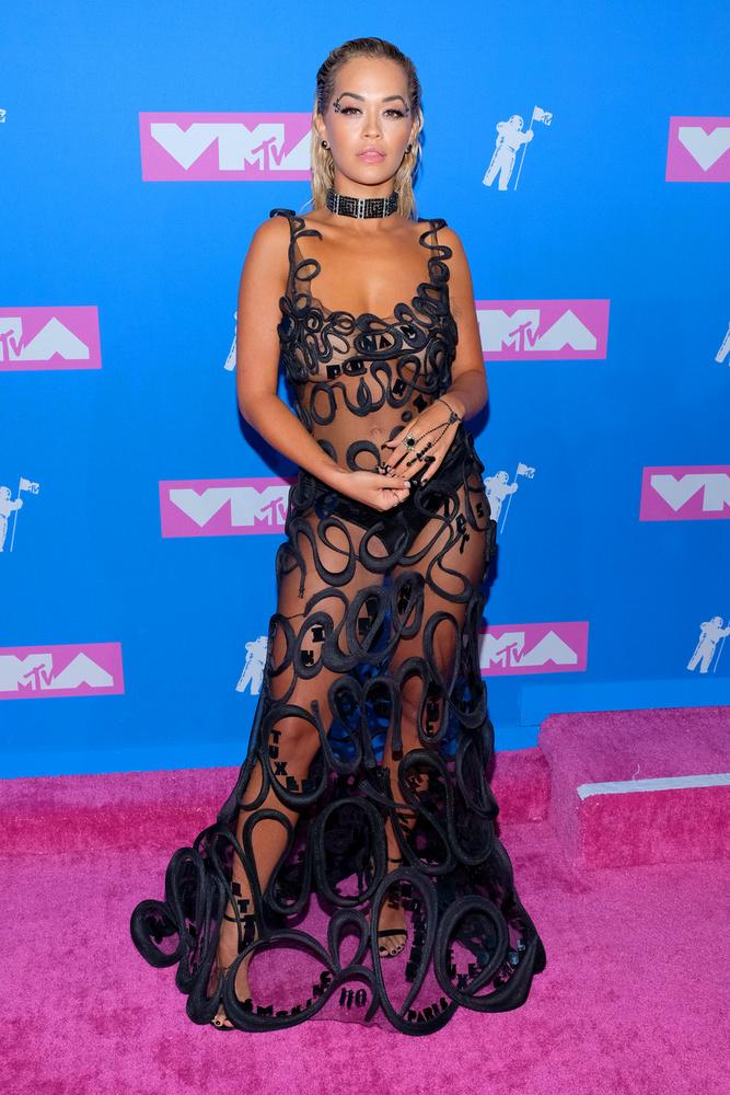Rita Ora tehetségénél csak az exhibicionizmusa nagyobb, ezt a 2018-as VMA-n is bebizonyította