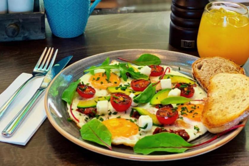 briós reggeli