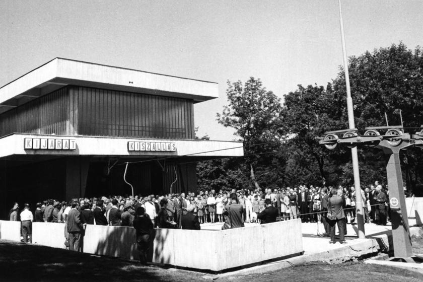 Az 1970. augusztus 19-i átadón sokan megjelentek. Bartos István, a Fővárosi Tanács VB-elnökhelyettese ünnepélyes beszéddel készült az alkalomra.