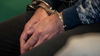 Tizenhat embert átvert, csaknem félmillió forintot keresett a pofátlan csaló