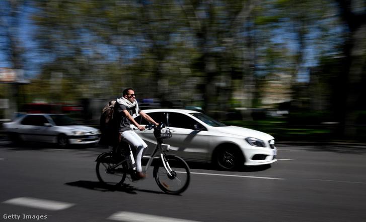 Madridban számos cég kínál elektromos kerékpárokat alternatív közlekedési eszközként.