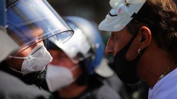 Berlinben kötelezővé teszik a maszkviselést a tüntetéseken is